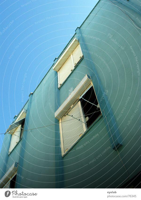 So´n Haus eben... Himmel blau weiß Stadt Wolken Fenster grau Gebäude Arbeit & Erwerbstätigkeit Hochhaus Hoffnung Sehnsucht Fernweh Heimat Feierabend