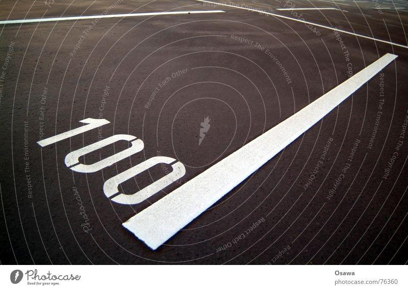 100 leer Parkplatz Asphalt weiß Sauberkeit Teer Verkehrswege Ziffern & Zahlen binär binärsystem Linie Straße straßnbelag
