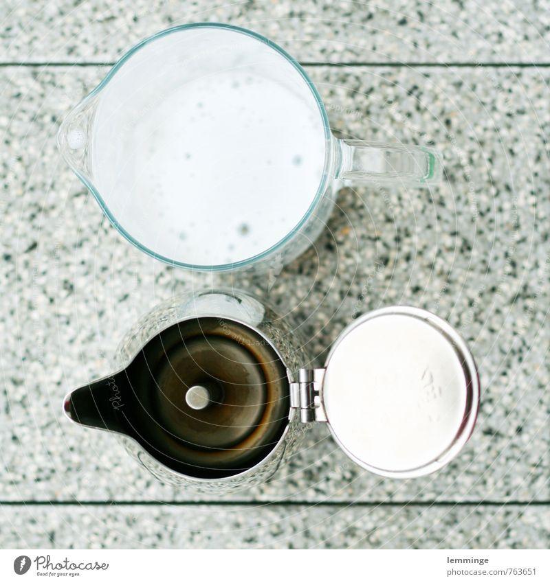 milchkaffee Lebensmittel Milcherzeugnisse Ernährung Frühstück Kaffeetrinken Getränk Heißgetränk Latte Macchiato Espresso Geschirr silber weiß Cappuccino