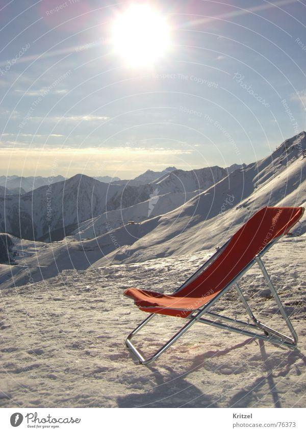Sonnenstuhl auf Piste Ferien & Urlaub & Reisen Sonne Winter Berge u. Gebirge Alpen Liegestuhl Skipiste