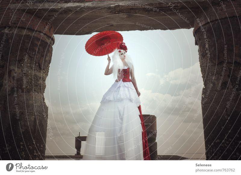 Torwärterin Mensch Frau Himmel Wolken Erwachsene Umwelt feminin Küste Horizont fantastisch Nordsee Schirm Sonnenschirm Märchen gigantisch Fantasygeschichte