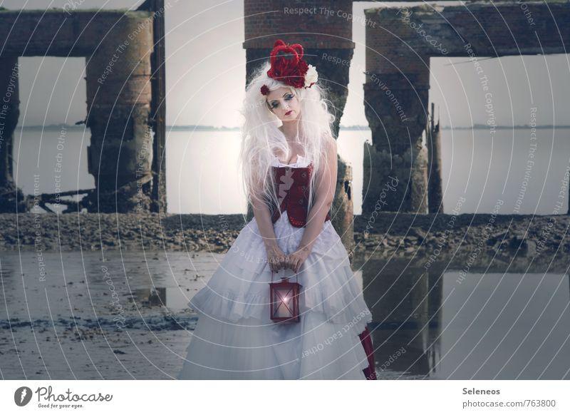 Meeresleuchten Mensch feminin Frau Erwachsene 1 Horizont Küste Nordsee Wattenmeer Bekleidung Rock Kleid Krone weißhaarig langhaarig Perücke träumen Sehnsucht