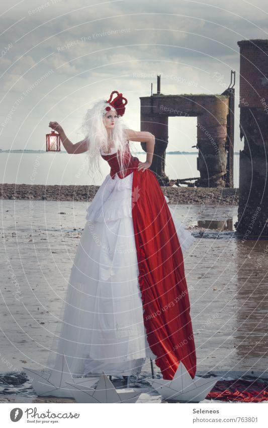 Königin Meer Karneval Mensch feminin Frau Erwachsene 1 Kultur Rockabilly Umwelt Natur Himmel Wolken Horizont Küste Nordsee Ebbe Schifffahrt Hafen Krone