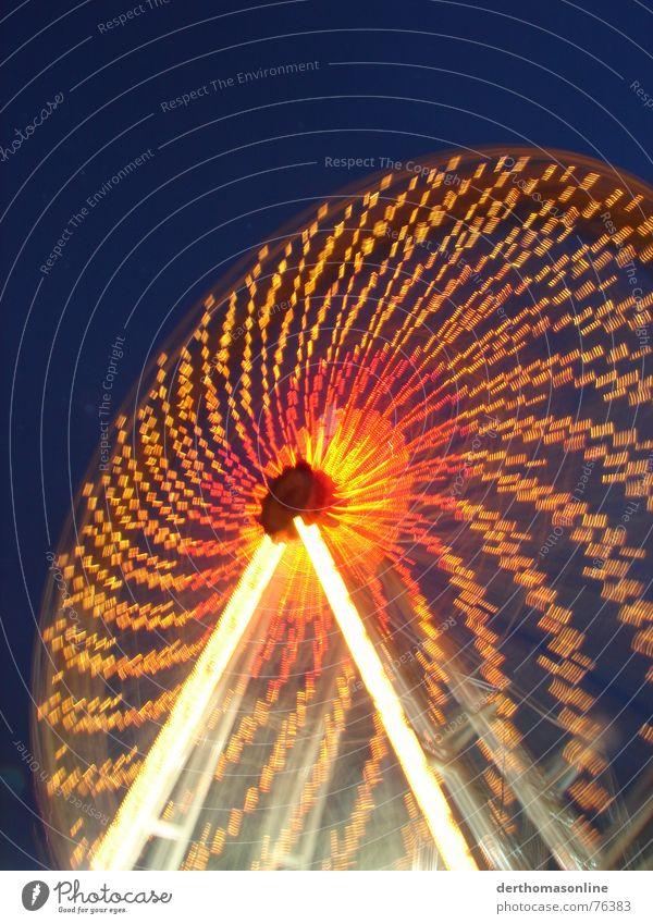 Riesenrad 2 – Drehwurm Freude dunkel Herbst oben Gefühle Bewegung hell Feste & Feiern Wohnung Kindheit Wildtier Freizeit & Hobby hoch Geschwindigkeit Aktion Kreis
