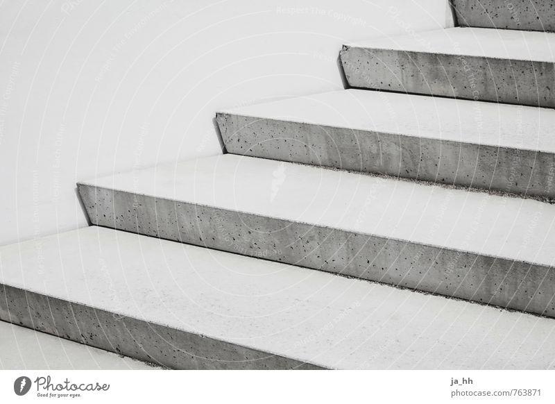 Treppe Architektur Beton eckig kalt grau Erfolg Beginn Perspektive Symmetrie Lebensleiter Karriereleiter Baustelle Traurigkeit Einsamkeit Hausbau Treppenhaus