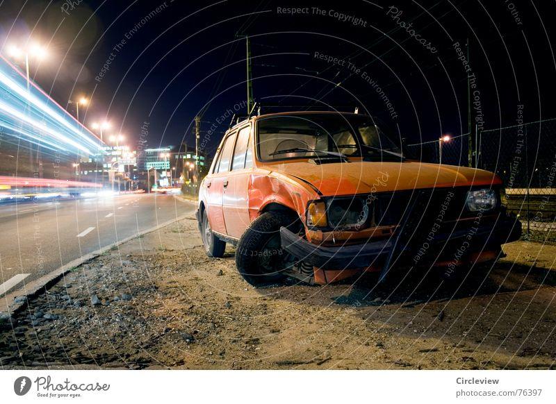 Als die Zeit verging... Himmel rot Einsamkeit schwarz ruhig Straße dunkel Sand PKW hell Erde gehen Verkehr kaputt Bodenbelag