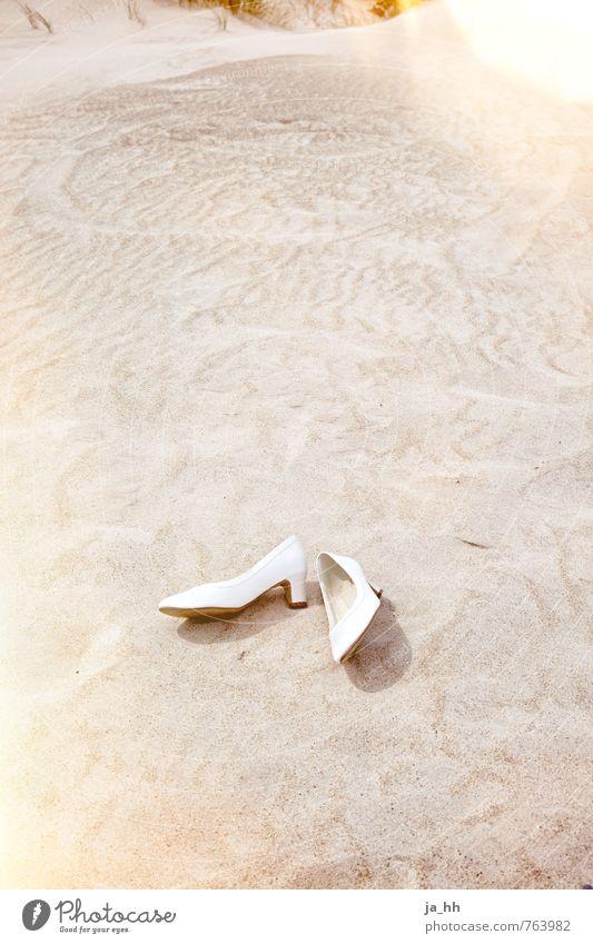 Hochzeit Feste & Feiern Schuhe Damenschuhe Sand Kitsch Glück Einigkeit Sympathie Liebe Treue Romantik Braut Hochzeitspaar Flitterwochen Hochzeitsfeier Verlobung