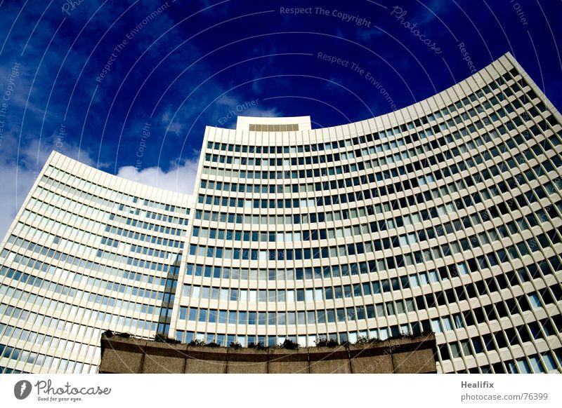 Urban Green Haus Hochhaus Arbeit & Erwerbstätigkeit Fenster geschwungen Etage Himmel Stadt Wolken Dach Konstruktion Wolkenformation Rollo quer hell grau dunkel