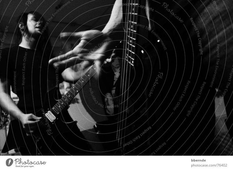 Jamm Jamm Rockband Proberaum Werkstatt Hand Elektrogitarre Gefühle dunkel Gitarrensaite Saite live Riff Aktion Rockmusik Musik Musikinstrument Kontrabass jammen