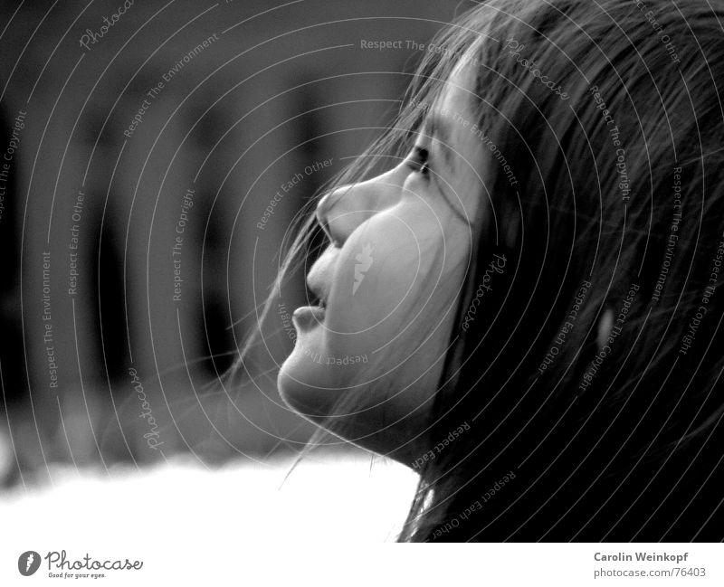 Die fabelhafte Welt der Amelie. Kind Mädchen schön Himmel Haare & Frisuren träumen Wind süß fantastisch Kleinkind staunen Wunder Barriere Gartenzaun