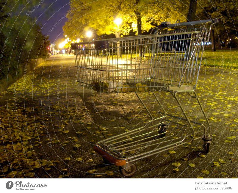 24h shopping Stadt Einsamkeit Blatt ruhig Straße Herbst Wege & Pfade Berlin trist leer Bürgersteig Laterne Herbstlaub obskur Feierabend Einkaufswagen