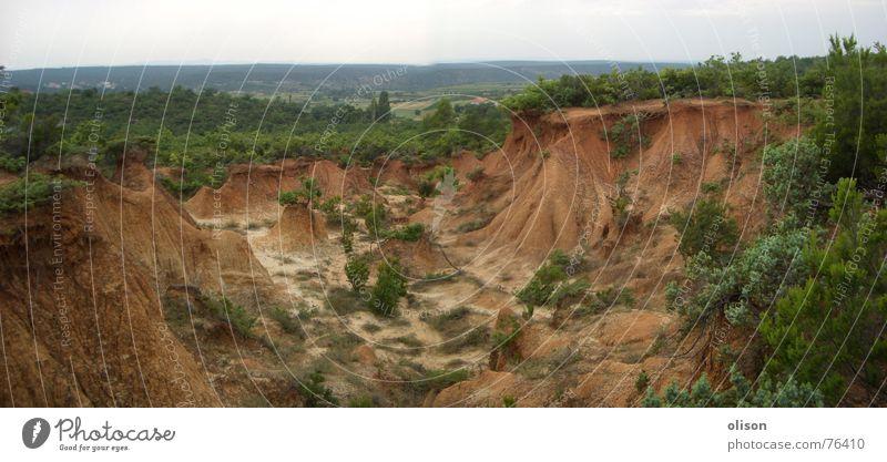 propaganda grün Pflanze Erde Sträucher Bergbau Kroatien Braunkohlentagebau