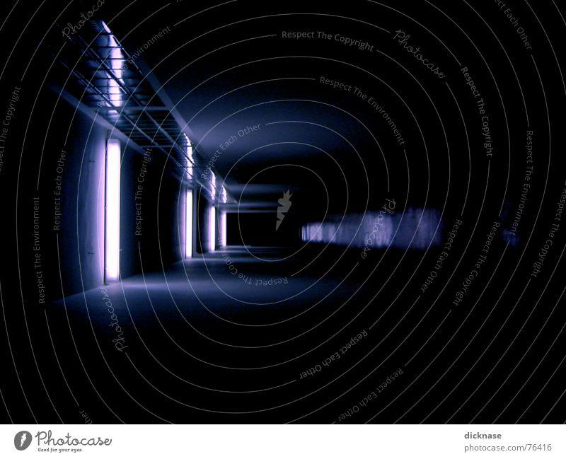 Secret Agent Shot 01 Tunnel Licht Glasbaustein dunkel Comic Filmindustrie geheime basis Beleuchtung am ende des tunnels is kein licht Perspektive relexion