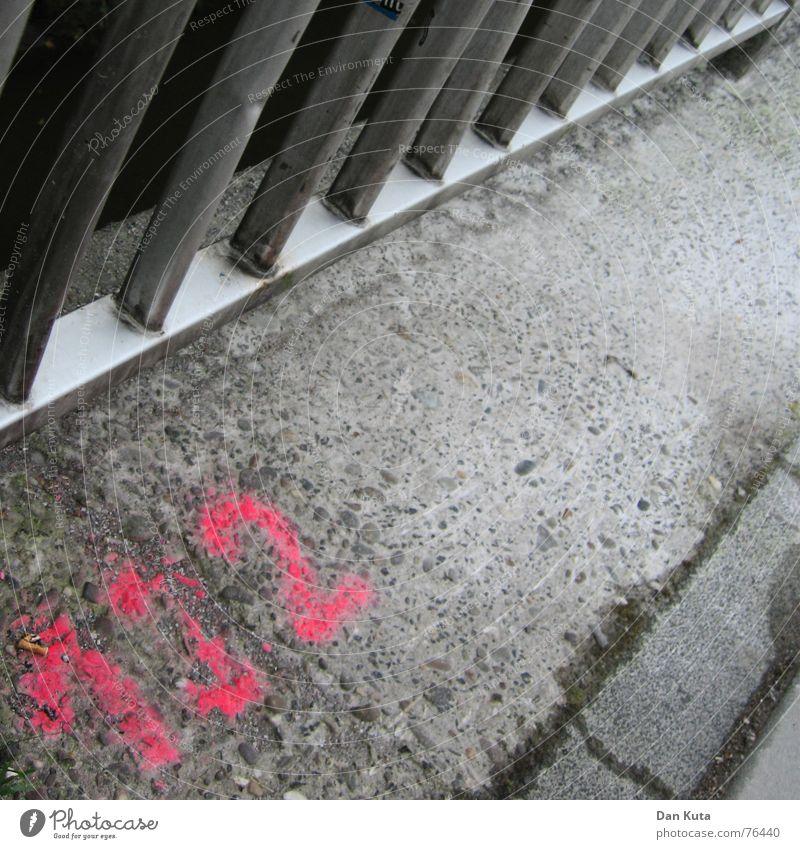 132 - oder: Gitter, Asphalt und Bordstein Farbe grau Metall Schilder & Markierungen Brücke trist Bodenbelag Neonlicht Bordsteinkante Spray sprühen