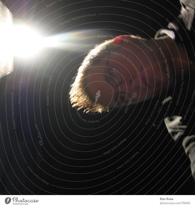 Nachts im falschen Licht blenden schwarz Jacke Brille Haare & Frisuren Langeweile Mann dan kuta selbstschuss Blick Müdigkeit Auge fertiger typ Porträt