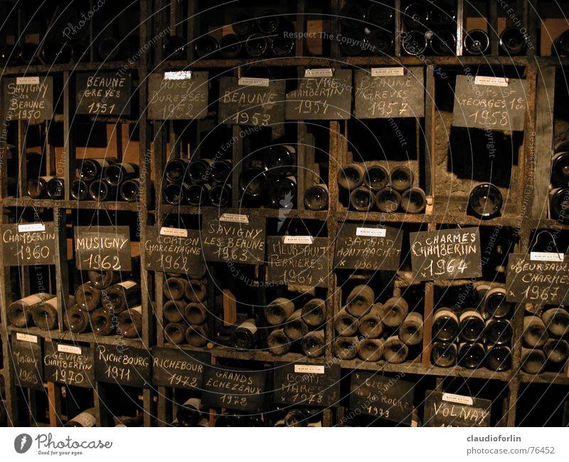 Weinkeller alt braun Frankreich Flasche Burgund Keller