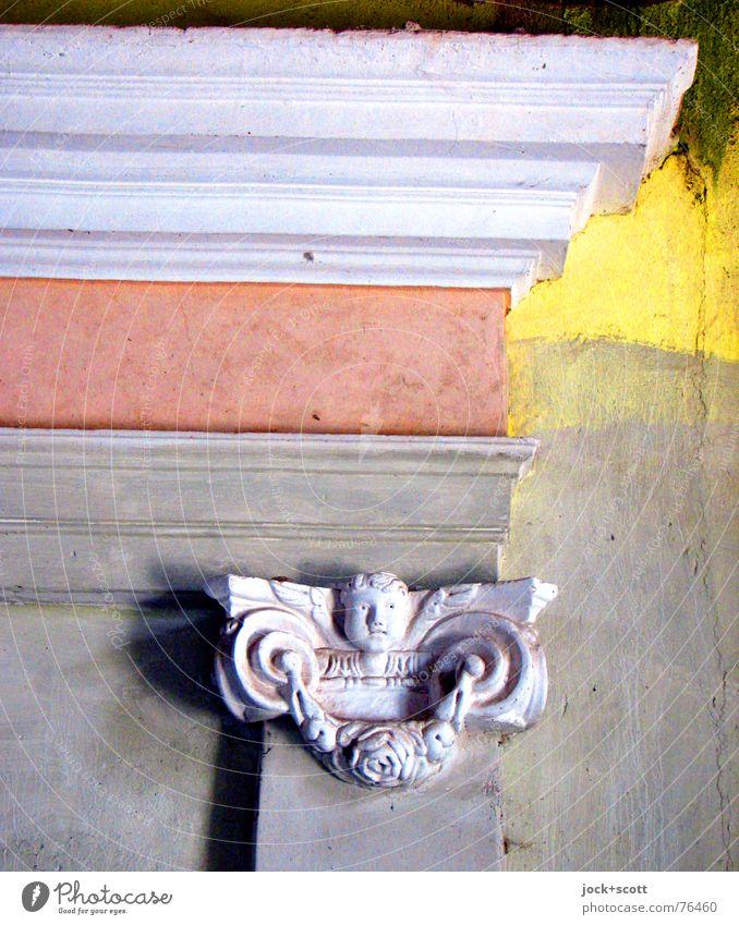 für einen Moment Farbe ruhig Wand Traurigkeit Straße Tod Mauer Religion & Glaube Zeit Arbeit & Erwerbstätigkeit Angst frei ästhetisch Ecke Pause historisch