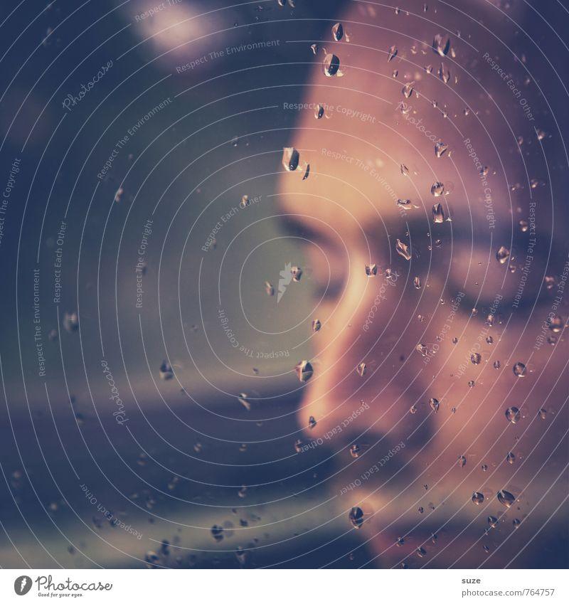Mach die Augen zu, dann hört sich Regen an wie Applaus Meditation Mensch Junger Mann Jugendliche Erwachsene Gesicht Wassertropfen berühren Denken Traurigkeit