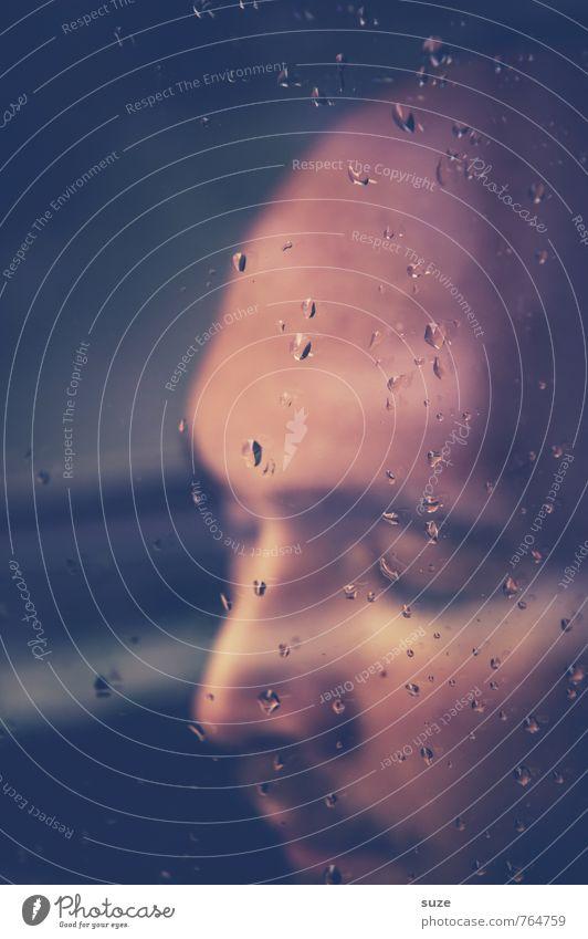 Alles, was im Regen anfängt, hat ein gutes Ende. Gesicht Meditation Mensch Junger Mann Jugendliche Erwachsene Wassertropfen berühren Denken Traurigkeit weinen