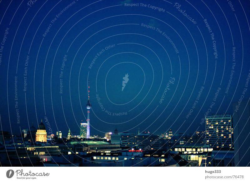 Berlin Alexanderplatz 4 Himmel weiß blau Stadt Sommer Haus Ferne Leben dunkel Gebäude Glas Beton Hochhaus Horizont