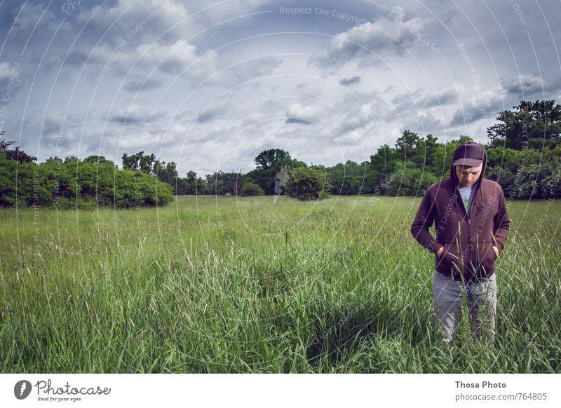 Wolkenmeer Umwelt Landschaft Schönes Wetter Sturm Blitze atmen Denken hängen Blick blau grün Gefühle ruhig Gras Jacke Strickjacke Mütze Uhr Brachland Baum