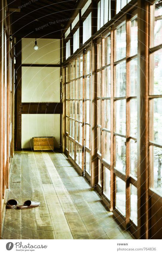 flur Haus Einfamilienhaus Bauwerk Gebäude Architektur Fassade Fenster hell Holz Holzfußboden Hausschuhe Wohnung Häusliches Leben Japanisch Tradition Licht Flur