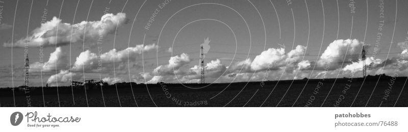 Herbst 06.4 Natur Himmel Wolken Arbeit & Erwerbstätigkeit Landschaft Feld Industriefotografie Bauernhof Landwirtschaft Ackerbau Strommast Fahrzeug Traktor Hochspannungsleitung schlechtes Wetter Querformat