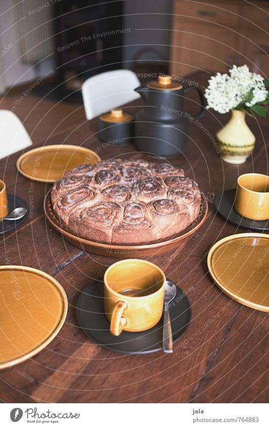 aufgetischt Lebensmittel Teigwaren Backwaren Kuchen Ernährung Kaffeetrinken Geschirr Teller Tasse Besteck Löffel Kaffeekanne ästhetisch lecker natürlich