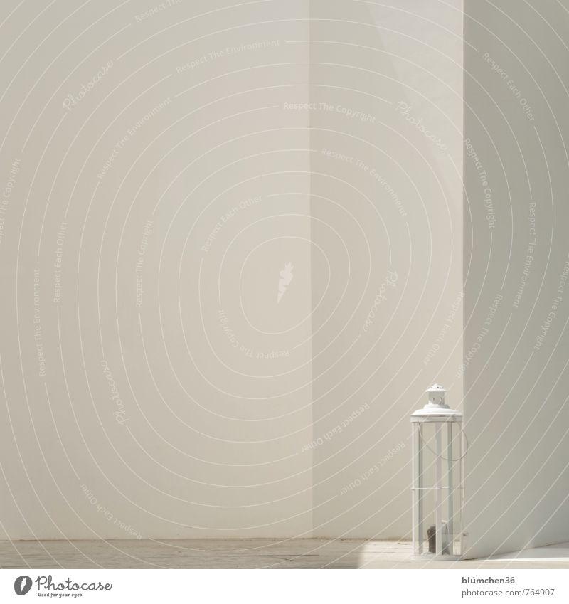 schlicht Gebäude Mauer Wand Fassade Dekoration & Verzierung Kerze Laterne Beleuchtung leuchten einfach elegant hell maritim weiß minimalistisch Lichteinfall