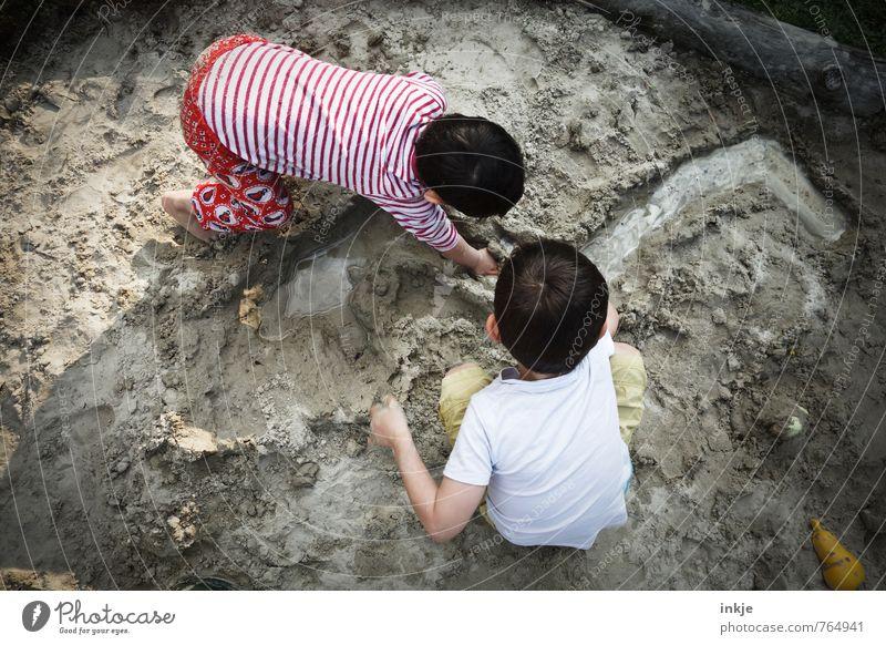 Landschaftsarchitekten II Mensch Kind Ferien & Urlaub & Reisen Sommer Mädchen Strand Leben Junge Spielen Sand Freundschaft Zusammensein Familie & Verwandtschaft Erde Kindheit Kreativität