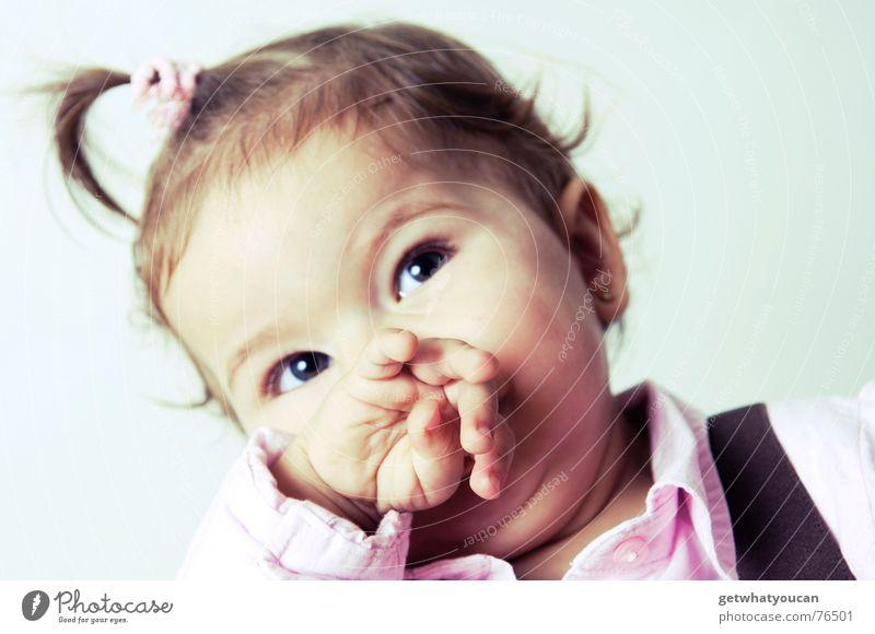 Bis der Ärmel glänzt Kind Hand Mädchen schön Auge Haare & Frisuren Kopf Baby lustig klein süß niedlich Zopf Porträt