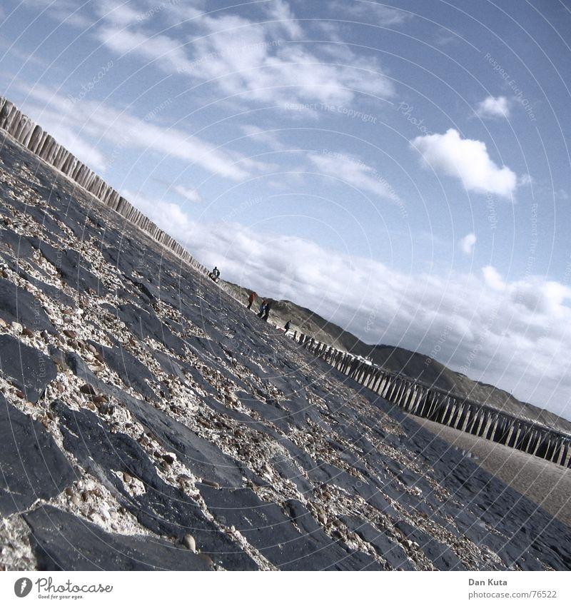 Schräg lass nach! Zoutelande Niederlande Zeeland Hintergrundbild krumm Mörtel Strand Wolken Küste Stranddüne Stein piller pöller Pfosten Sand Himmel Neigung