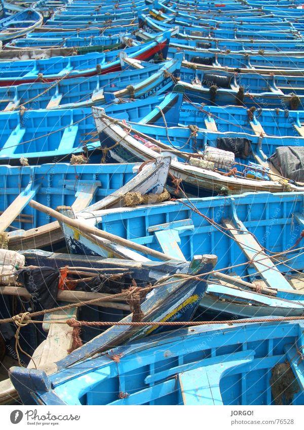 Holzboot-Himmel Wasser Meer blau See Wasserfahrzeug hell Seil Bank Reihe Kette Paddel hell-blau