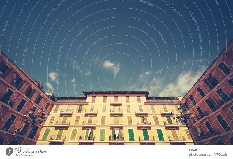 Der Markt stürzt ins Bodenlose Ferien & Urlaub & Reisen alt Stadt rot Haus Fenster Wand Reisefotografie Architektur Gebäude Fassade fantastisch Kultur Spanien historisch Balkon