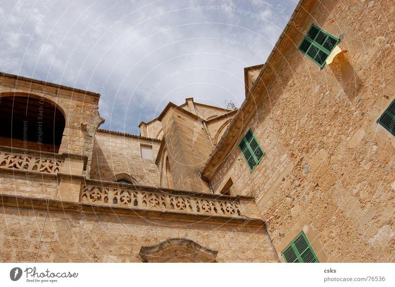 sineu alt Himmel grün blau Wolken Stein Gebäude braun Religion & Glaube Backstein historisch Spanien Mallorca beige Sineu
