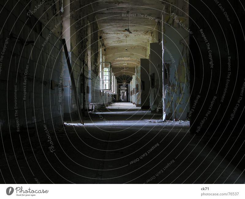 keiner da alt Farbe Fenster dunkel hell Tür offen leer Trauer Flur vergessen