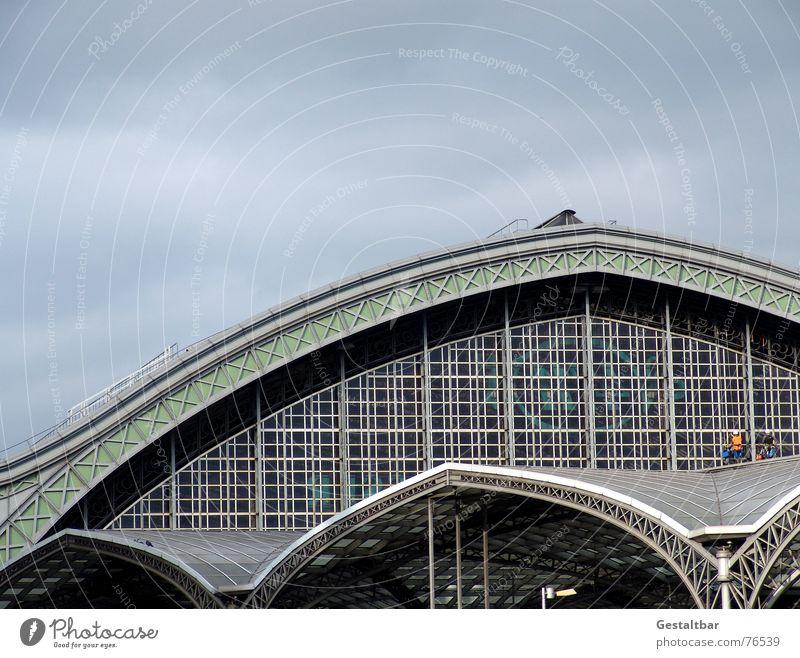 Bahnhofskapelle Ferien & Urlaub & Reisen Wege & Pfade warten Eisenbahn Ausflug fahren Dach Klettern Reinigen Gleise Mitte Köln Richtung Verkehrswege Lagerhalle
