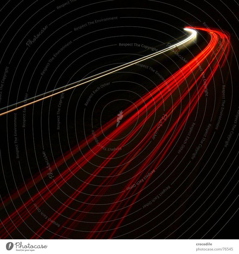 rote übermacht weiß Straße Lampe dunkel hell Geschwindigkeit fahren Spuren Lastwagen Licht Kurve Scheinwerfer Rücklicht überholen Fernlicht