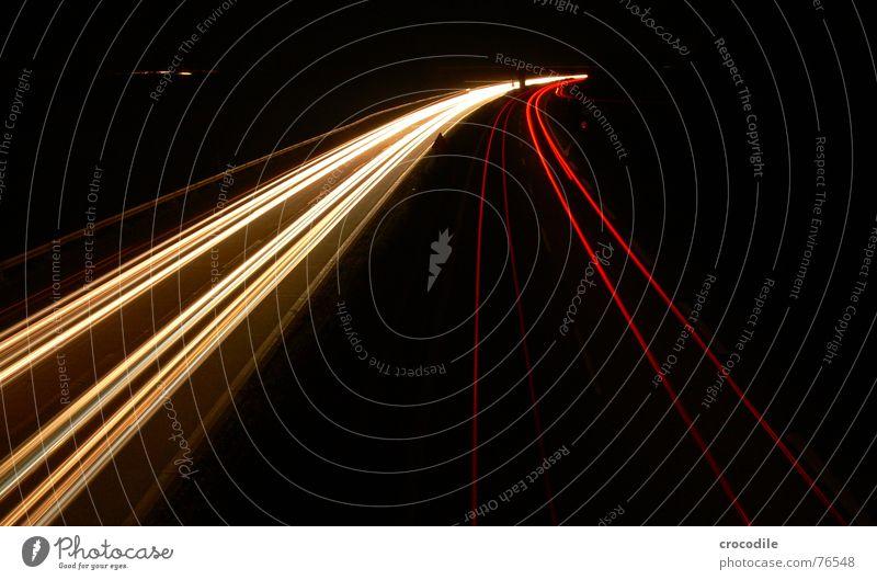 weiße übermacht Straße Lampe dunkel hell Geschwindigkeit fahren Spuren Lastwagen Kurve Scheinwerfer Rücklicht überholen Fernlicht