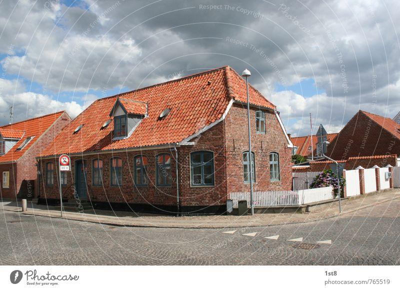 danish corner Ferien & Urlaub & Reisen alt Haus Fenster Wand Straße Bewegung Wege & Pfade Mauer Denken Häusliches Leben Tür Schilder & Markierungen ästhetisch