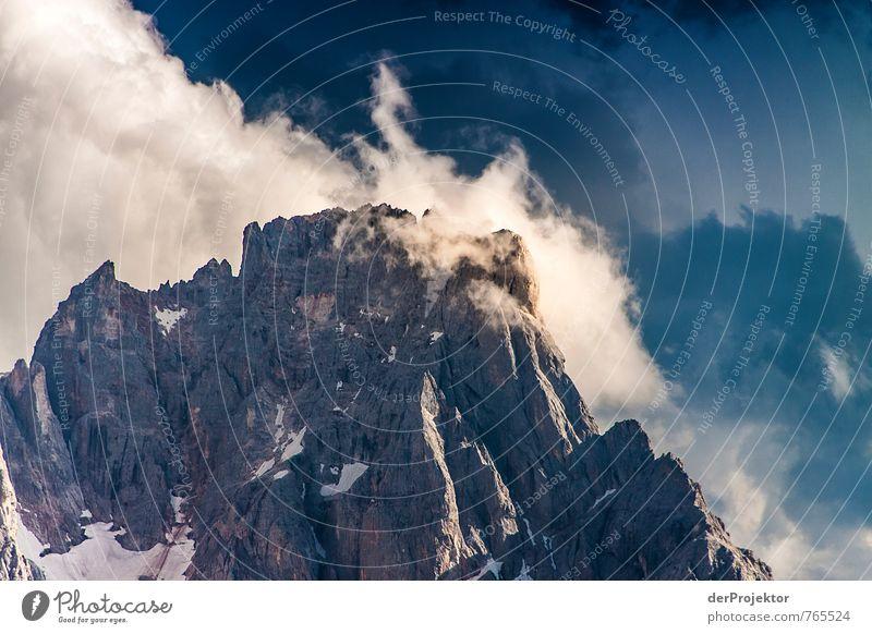 Gipfel im Sonnenlicht Natur Ferien & Urlaub & Reisen blau weiß Pflanze Sommer Landschaft Wolken Ferne Umwelt Berge u. Gebirge Gefühle Freiheit Felsen Stimmung