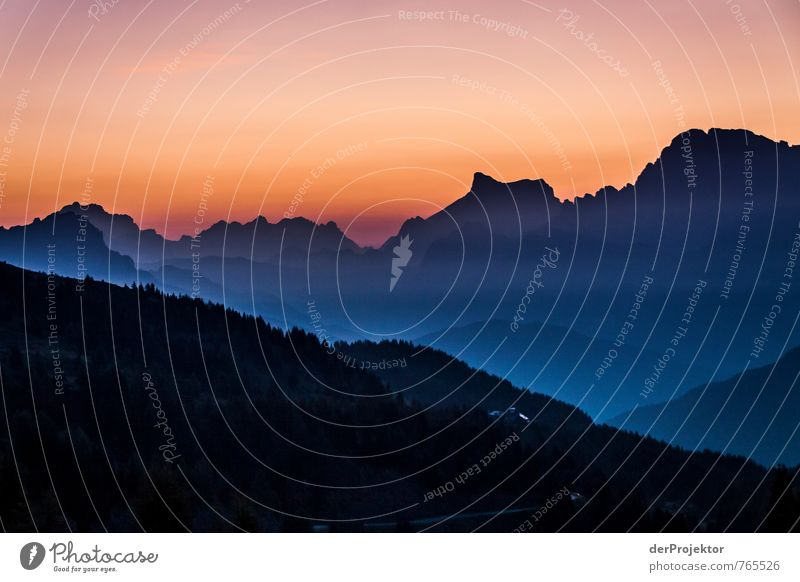 Sonnenuntergang Schwarz zu blau Natur Ferien & Urlaub & Reisen Sommer Landschaft Freude Ferne Berge u. Gebirge Umwelt Gefühle Wiese Glück Freiheit Stimmung