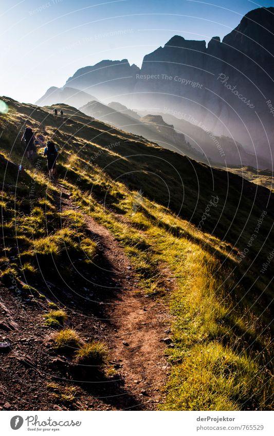 Von der Sonne geküsst im Hochformat Ferien & Urlaub & Reisen Tourismus Abenteuer Ferne Freiheit Berge u. Gebirge wandern Mensch 2 30-45 Jahre Erwachsene Umwelt