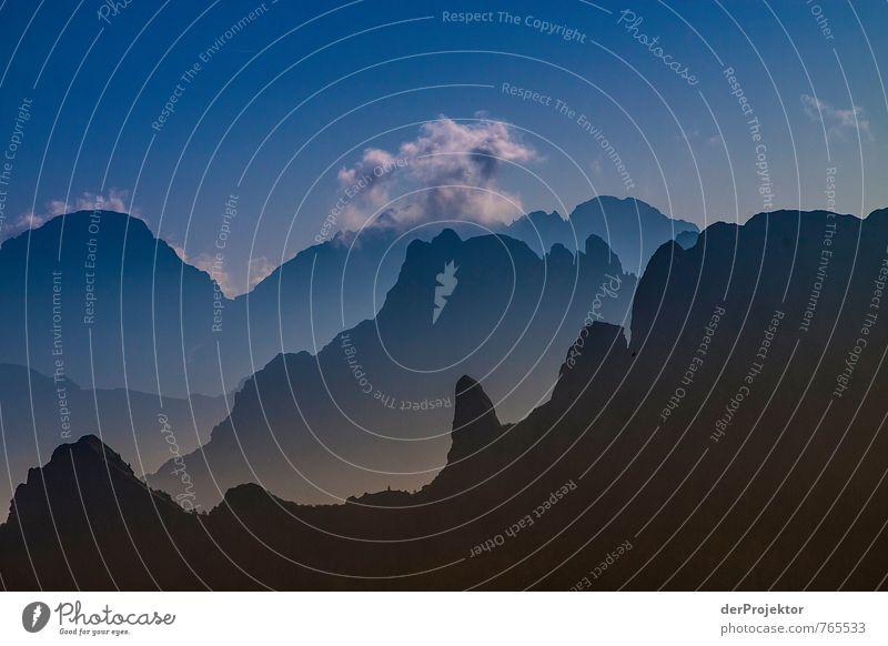 Dolomiten in Silhouettenansicht Natur Ferien & Urlaub & Reisen blau Pflanze Sommer Landschaft Wolken Ferne Berge u. Gebirge Umwelt Gefühle Glück grau Freiheit