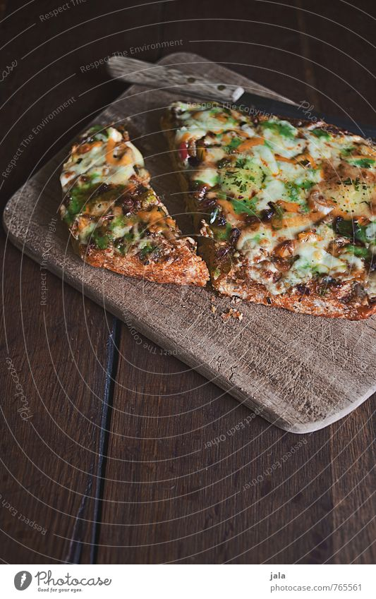 pizza natürlich Lebensmittel Ernährung Gemüse lecker Appetit & Hunger Bioprodukte Backwaren Abendessen Messer Mittagessen Teigwaren Vegetarische Ernährung Schneidebrett Holztisch Pizza