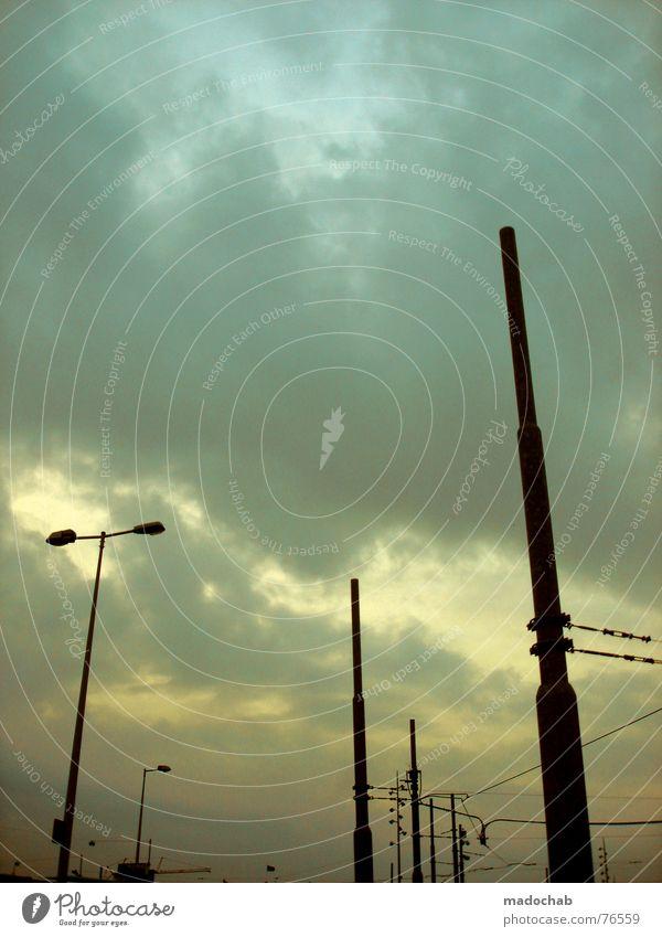 AUTUMN IN THE CITY Himmel blau Wolken Herbst Freiheit fliegen Lampe Linie oben Regen Wetter stehen hoch nass Industrie Schönes Wetter