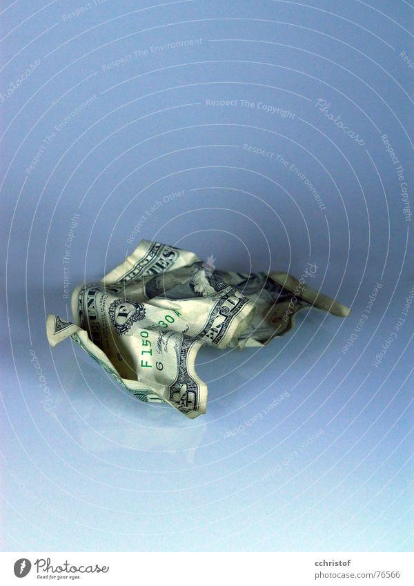 inflation Geld US-Dollar Geldscheine wegwerfen Wert wertlos zerknüllen money