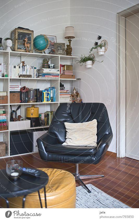 sessel Lifestyle Häusliches Leben Wohnung Innenarchitektur Dekoration & Verzierung Möbel Sessel Tisch Wohnzimmer Regal Kissen Kitsch Krimskrams Souvenir