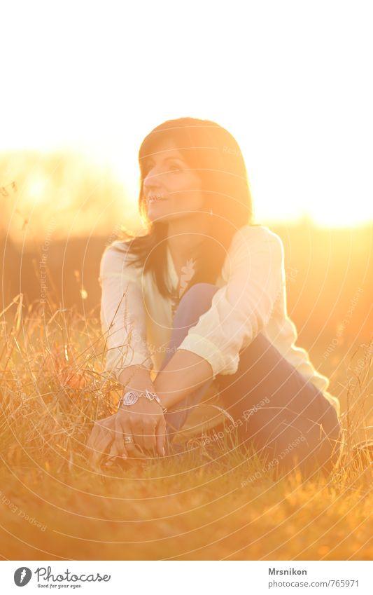 Sommer Glück harmonisch Wohlgefühl Erholung ruhig Sonne Mensch feminin Frau Erwachsene 1 30-45 Jahre Sonnenaufgang Sonnenuntergang Sonnenlicht Frühling