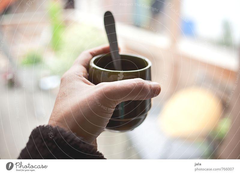 kaffee Getränk Kaffee Tasse Löffel feminin Hand trinken festhalten haltend Farbfoto Innenaufnahme Tag